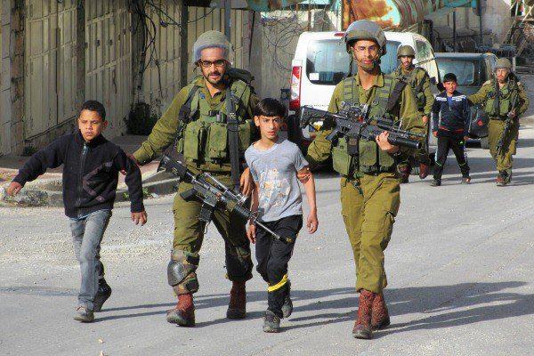 Palestinian-children-being-arrested-Mar-28-2013